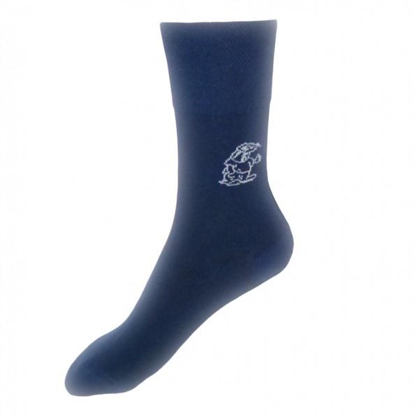 Ein Paar Socken in verschiedenen Farben und Größen